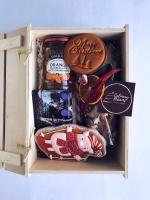 Праздничный новогодний набор в деревянной коробке